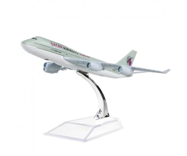 Модель пасажирський літак Boeing 747 Qatar