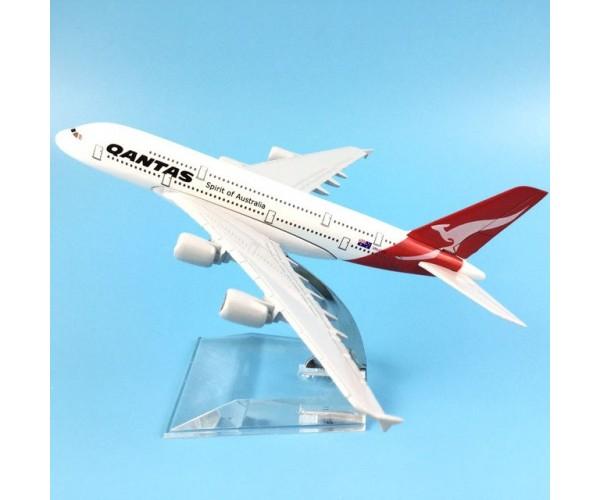 Модель пасажирський літак Boeing 747 Qantas